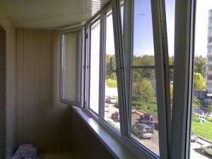 teploe-osteklenie-balkonov-v-istre